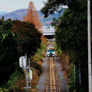 入選 「秋のローカル線を行く」 松本 省五