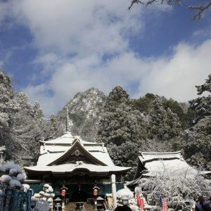 佳作 「雪の中巡礼」 前田 重信